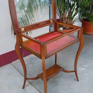 tavolino bacheca in mogano con piano apribile in vetro seconda meta 800 fronte 61 cm 01 8