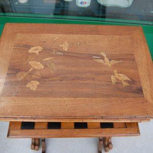 tre tavolini ad incastro detti a gigogne intarsiati con uccellini e scacchiera h 73 cm il maggiore 01 4