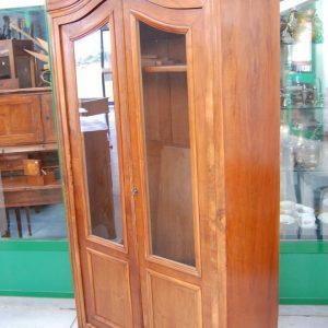 vetrina napoleone iii a cappello di gendarme in noce seconda meta 800 h 205 cm fronte 98 cm 01