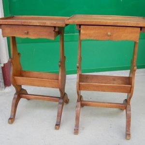 coppia di tavolini in noce con cassettino primo 900 h 63 cm 01 11