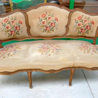 divano barocchetto in noce ricamato a mezzo punto fronte 166 cm 01 9