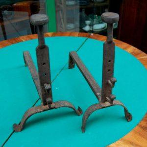 coppia di alari in ferro battuto inizio 800 provenzali lunghi 40 cm 01 10