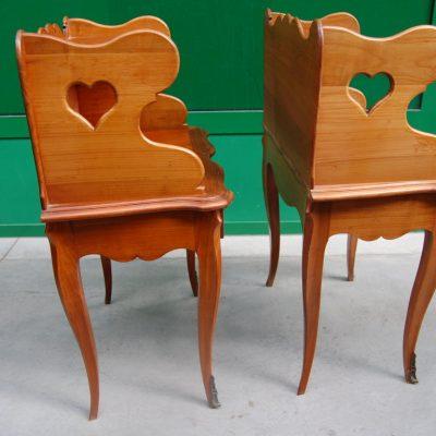 coppia di comodini in ciliegio stile luigi xv h 70 cm 01 12