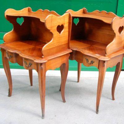 coppia di comodini in ciliegio stile luigi xv h 70 cm 01 15