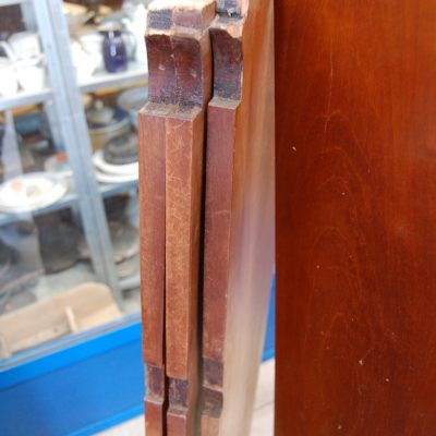 libreria a tre ante in mogano con grata rifinita con bronzi fronte 150 cm 01 9