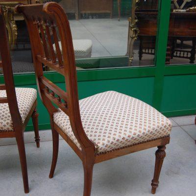 coppia di sedie in noce primo 900 imbottite 01 11