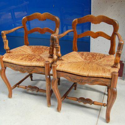 coppia di capotavola in noce seduta in paglia scolpite 01 14