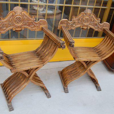 coppia di poltrone sedie savonarola scolpite 800 01 12