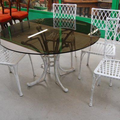tavolo e sedie in alluminio piano in vetro diametro 130 cm 01 18