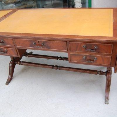 scrivania inglese in mogano con alette inizio 900 lato 133 cm 01