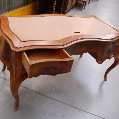 grande scrivania mossa in noce fronte 154 cm stile luigi xv 01