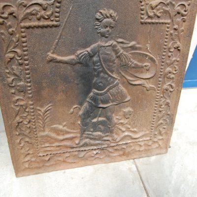 piastra da camino in ghisa 800 h 76 cm figura mitologica con leone e delfini 01 5