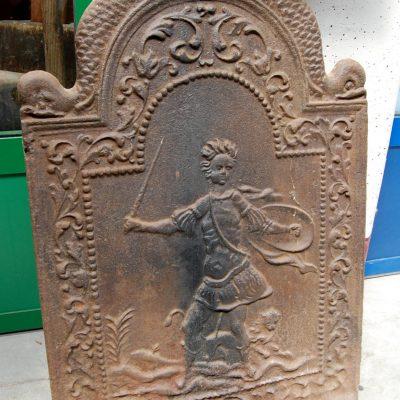 piastra da camino in ghisa 800 h 76 cm figura mitologica con leone e delfini 01 8