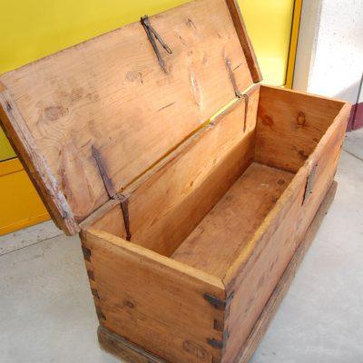cassapanca rustica in larice massello 700 fronte 143 cm 01 11