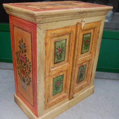 piccolo mobile laccato etnico dipinto h 65 cm 01 10
