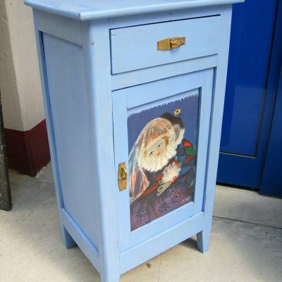 Piccolo comodino stipo laccato azzurro decorato con Arlecchino e Pulcinella 203003539772