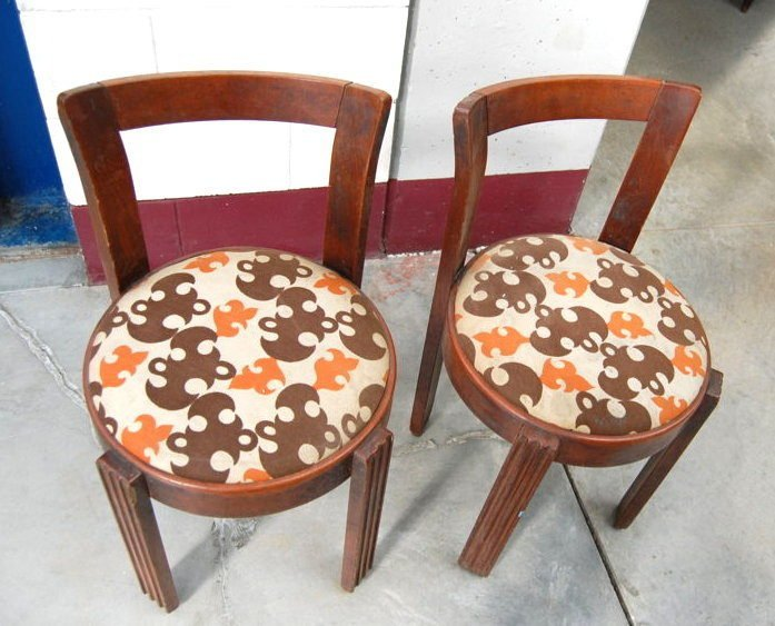 Coppia di sedie deco seduta imbottita rifinite con ...