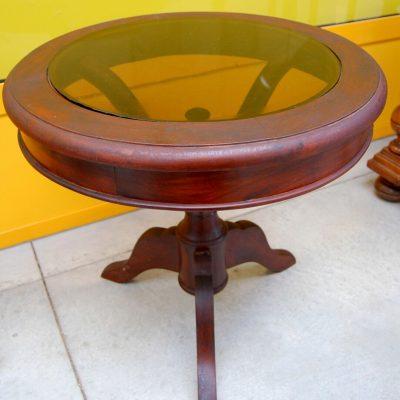Tavolino rotondo da salotto in mogano con piano in vetro fum gamba decorata 202718889883