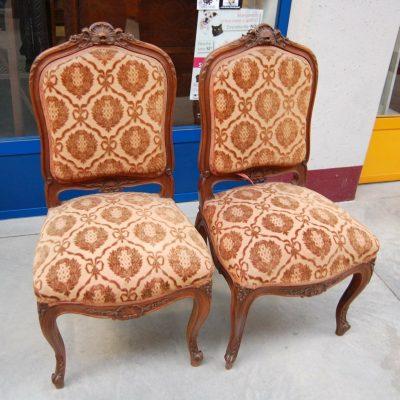 Coppia di sedie in stile Rocaille 800 imbottite in noce Italia 202636000037